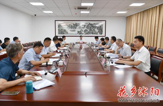 卞建军主持召开十二届县委常委会第127次会议