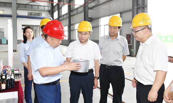 王瑞调研全县工业经济运行工作