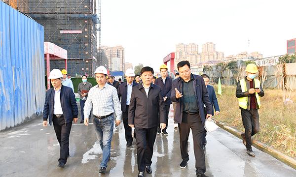 彭伟带队观摩推进城建重点项目时强调精心建设花园城市 打造苏北最美县城