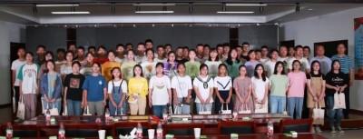 青伊湖镇向准大学生及困难学生发放奖学金、助学金33.7万元