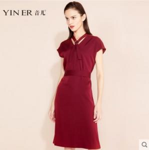 音儿2018夏季新款酒红色短袖修身收腰A字连衣裙