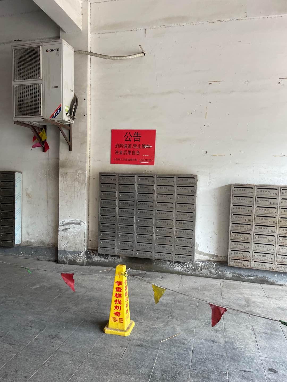丰润名苑2号楼消防通道被摊贩长期占用