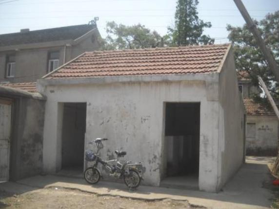市民:村里通知要拆厕所,请问拆了以后怎么上厕所?回复:实行改厕!