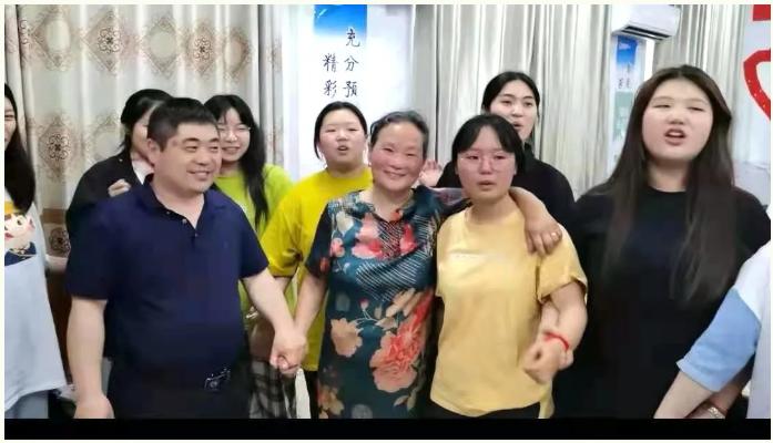 糕粽传情,前程似锦——修远好人徐新荣再为考生送祝福
