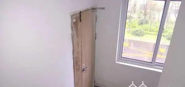 沭阳东方公馆小区太奇葩!交房没有钥匙要撬门…