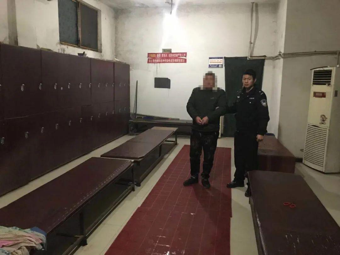 沭阳这两男子在澡堂专干撬柜偷盗勾当,结果丢人了……