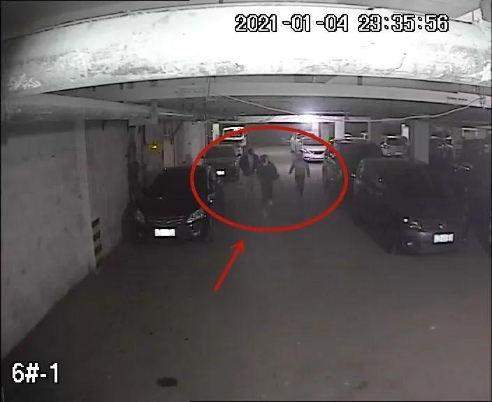 沭阳某地下车库一辆轿车窗户未关牢,车内10000元现金被盗!