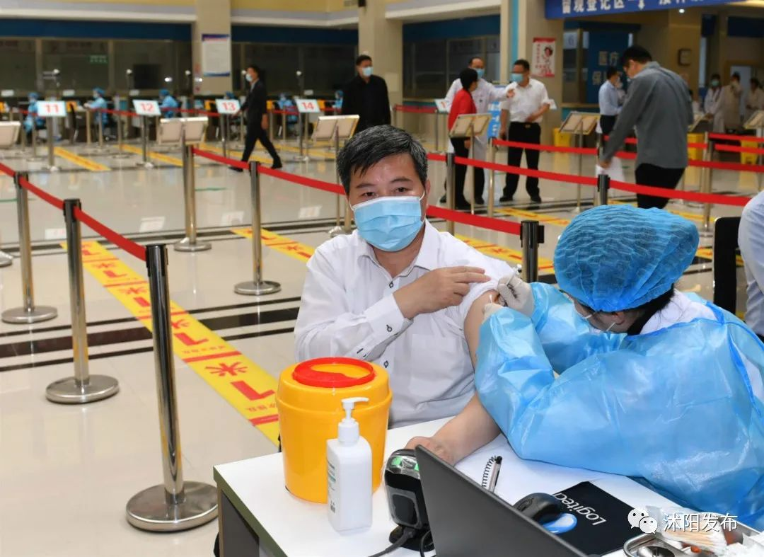 沭阳县领导集体接种新冠病毒疫苗第二针