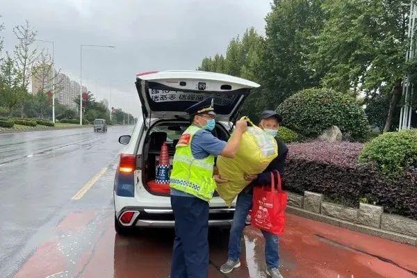 沭阳京沪高速,一老人被丢下车