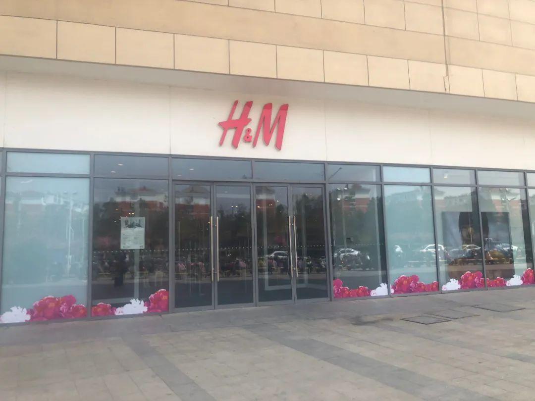 沭阳乐之地两名顾客被锁在H&M店里